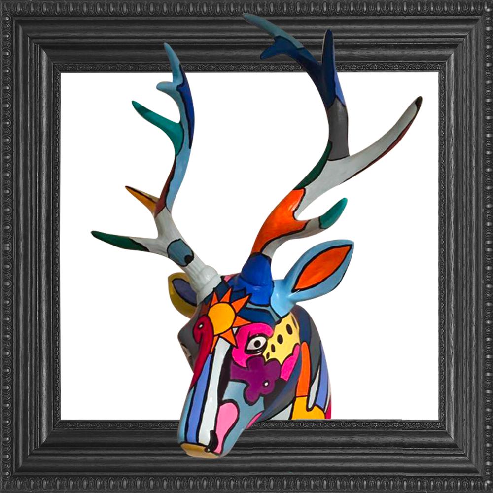 sofi, artiste peintre dans les PO pour des tableaux, sculptures objets déco très colorés et design