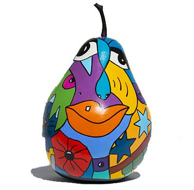 poire, pomme en résine colorée par artiste peintre comme les deesses et les nana de Niki de Saint Phalle par Sofi