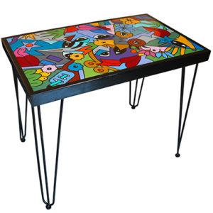table décorée par Sofi, artiste peintre pour la déco d'intérieur unique