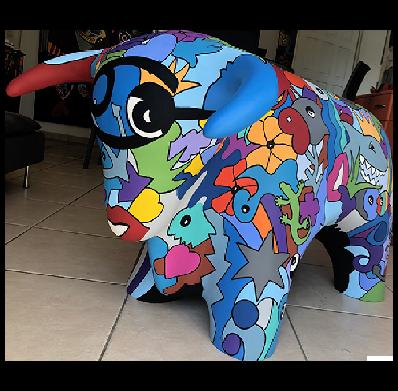 Création artistique sur commande. Taureau en résine design coloré réalisé par Sofi Francerie Artiste designer et Artiste peintre dans le 66